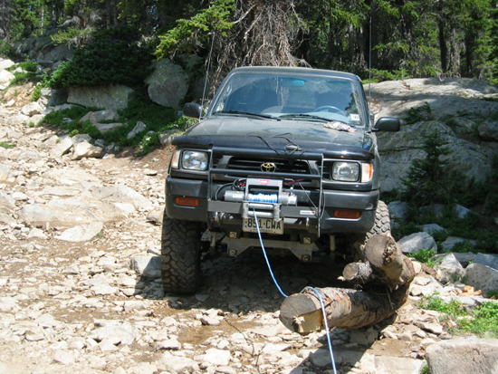 Should You Buy An Electric Winch or a Hydraulic Winch?